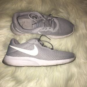 Men's Nike shoes Size 10 Gray & White GUC